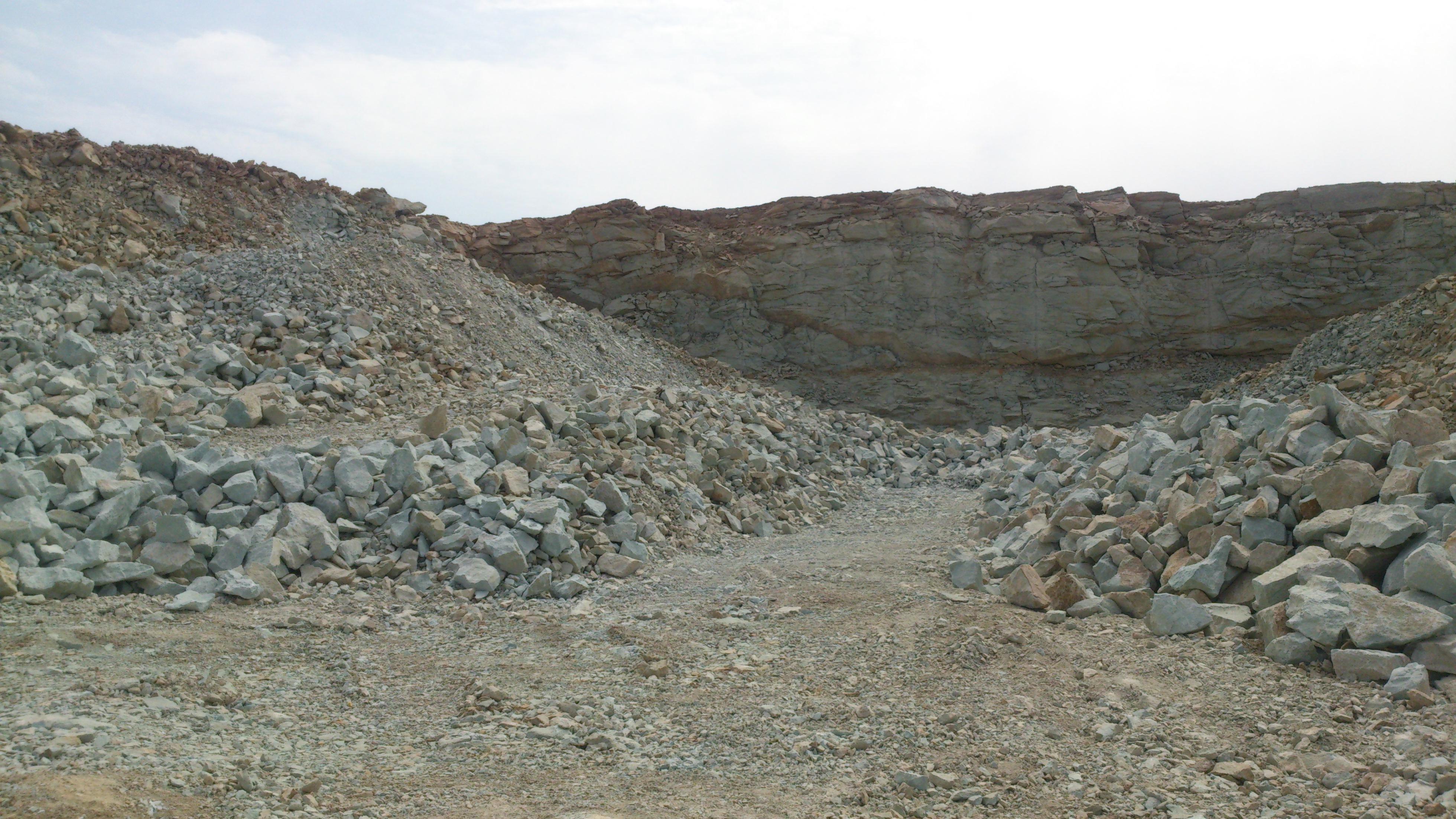 فروش معدن پوزولان دودهک اندیس مورد تائید و استفاده در طرحهای بزرگ عمرانی و کارخانجات سیمان